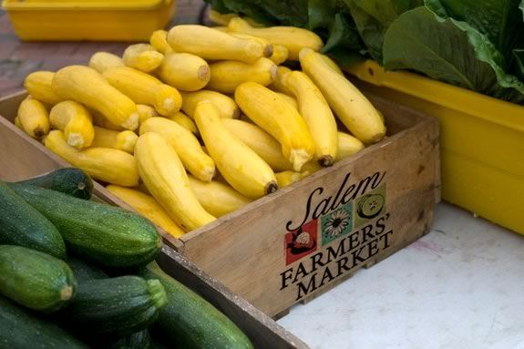 The Salem Farmer's Market bring the goodness of local farm to downtown Salem!